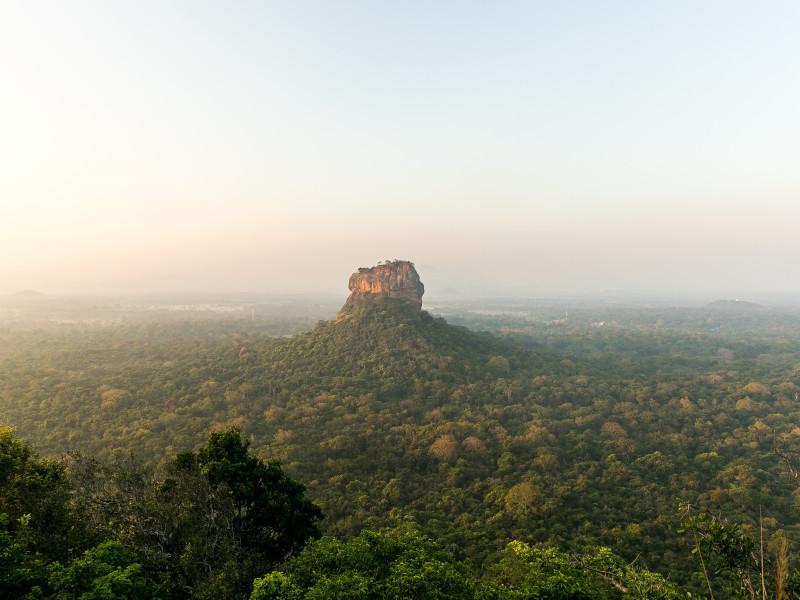 Le rocher du Lion au Sri Lanka vu depuis une montgolfière