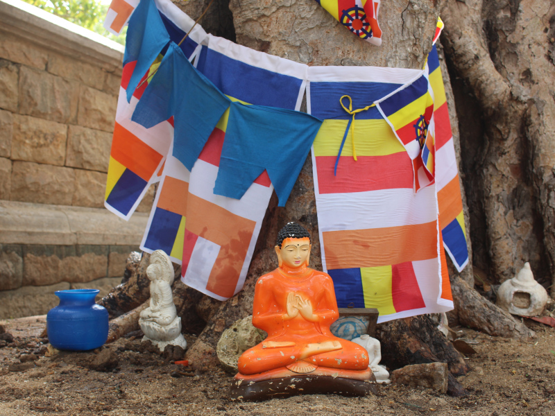Statuette de Bouddha sur le site d'anuradhapura au Sri Lanka