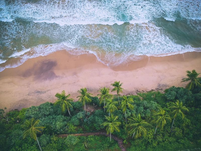 Cote entre Galle et Unawatuna au Sri Lanka survolée en hélicoptère